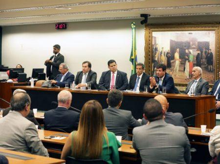 Congresso passa R$ 5,1 bilhões para enfrentar o coronavírus