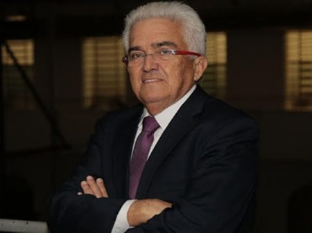 Velloso defende emissão de moeda frente à crise