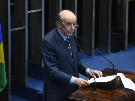 """""""Bolsonaro desestabiliza o país com suas provocações"""", afirma Serra"""