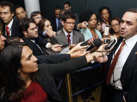 """""""Voltar a atividade econômica normal agora é genocídio"""", diz Barroso"""