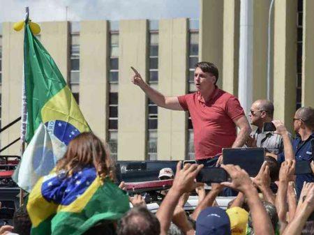 """Bolsonaro esclarece o que entende por democracia: """"eu sou a Constituição"""""""