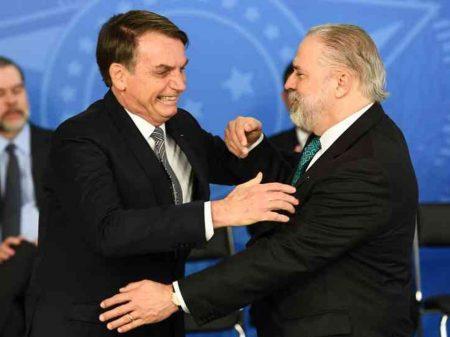 Aras contraria ciência e OMS e diz que Bolsonaro pode extinguir quarentena