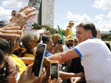 Justiça dá 48 horas para Bolsonaro mostrar seu teste da Covid-19 ao Estadão