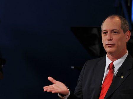 Ciro diz que revelações de Moro sobre crimes de Bolsonaro ajudam o Brasil