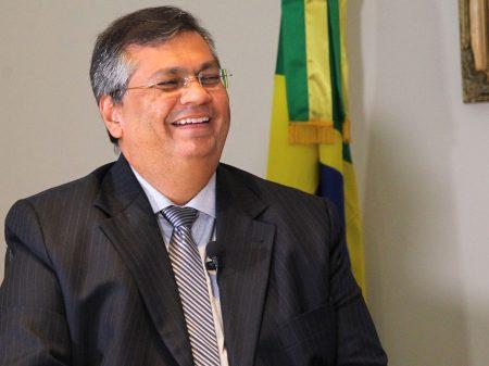 Flávio Dino dribla EUA e Bolsonaro para levar 107 respiradores da China para o Maranhão