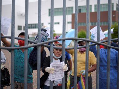 """""""Não investir na Saúde para pagar FMI é trair o povo"""", denunciam equatorianos"""