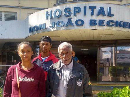 Idoso negro é acusado de furto e agredido na frente da  esposa, que morreu infartada
