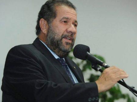 Lupi pede impeachment de Bolsonaro mas não faz questão que seja aceito