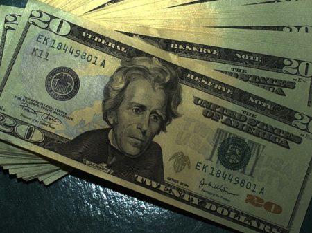Bolsa desaba e dólar bate em R$ 5,65