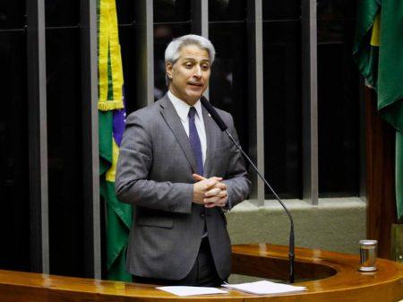 """Molon: """"Bolsonaro joga com a vida das pessoas ao demitir Mandetta"""""""