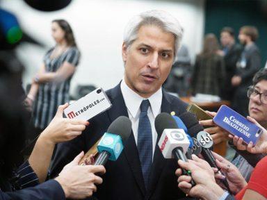 """""""Quanta enrolação de Bolsonaro!"""", diz Molon sobre a ajuda de até R$ 1,2 mil"""