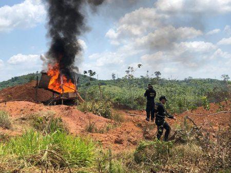 Governo demite diretor do Ibama que agiu contra o garimpo ilegal