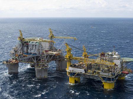 Bolsonaro vende mais campos de petróleo