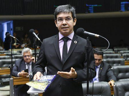 Randolfe apresenta projeto de lei para fortalecer o SUS