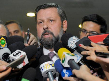 """Líder do PSDB pede CPI: """"Bolsonaro queria, sim, interferir na PF"""""""