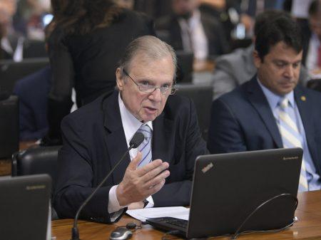 """""""Temos um presidente que cria problemas e ignora a pandemia"""", afirma Tasso"""