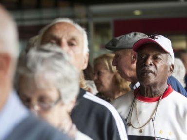 Bolsonaro vetou item que permitia a mais idosos e deficientes receberem ajuda