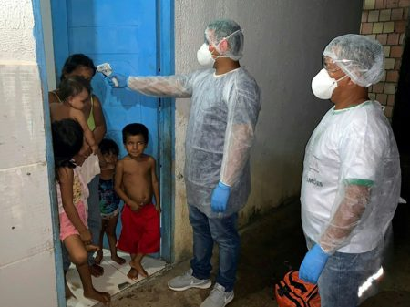 Cientistas e médicos pedem a Maia mais verbas contra o coronavírus