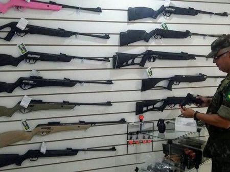 Fim de regras do Exército sobre armas favorece milícia e crime organizado, dizem especialistas