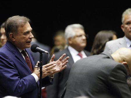 'O problema não é ministro; é falta de um presidente', diz Álvaro Dias sobre Teich
