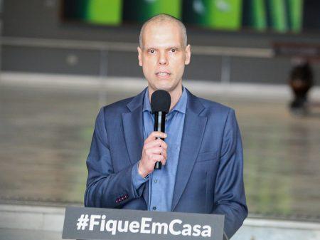 """""""São Paulo não aceita a falsa contradição entre vidas e economia"""", diz Bruno Covas"""