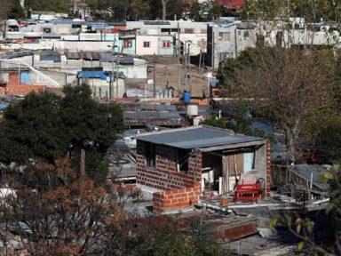 Argentina amplia isolamento na comunidade Villa Azul atingida por surto de Covid-19