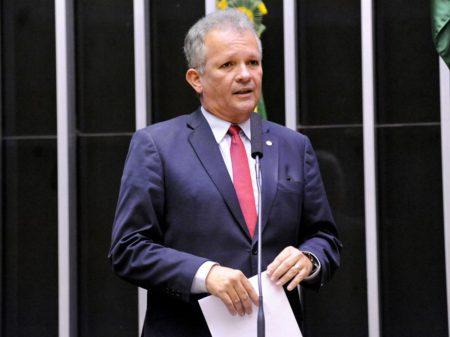 Weintraub não pode mais continuar ministro, defende líder da oposição