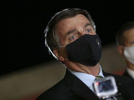 Bolsonaro entrega exames após protelar por dois meses