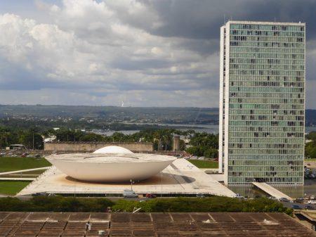 Líderes da Câmara e do Senado lamentam saída de Teich e repudiam Bolsonaro