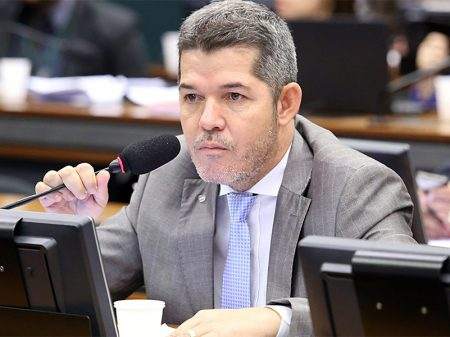 Filhos do presidente estão envolvidos em corrupção, milícias digitais e milícias comuns, diz Delegado Waldir
