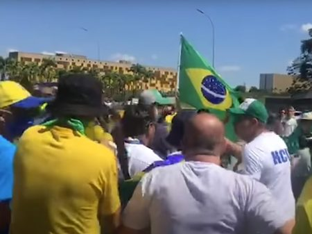 ABI, Abraji e Fenaj repudiam Bolsonaro por insuflar agressões à imprensa