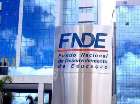Bolsonaro entrega o bilionário FNDE para o PL de Valdemar Costa Neto