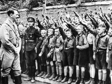 """O """"médico do povo alemão"""" e a educação no Terceiro Reich"""
