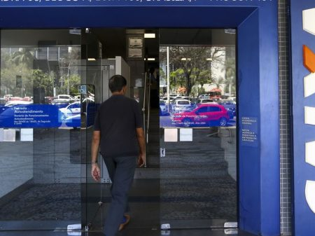 Veto de Bolsonaro dificulta apoio às empresas