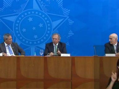 Bolsonaro obriga e ministros minimizam as 15 mil mortes de brasileiros em três meses