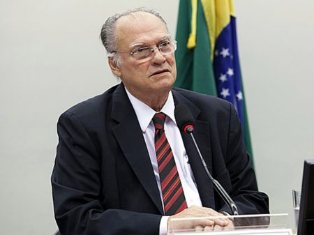 """""""Para que Bolsonaro quer controlar a PF onde seus filhos são investigados?"""""""