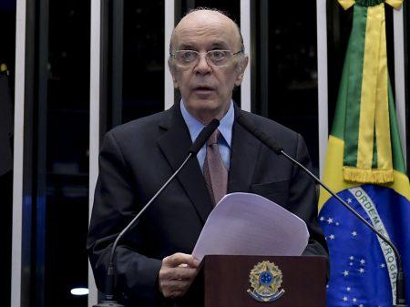 """""""Bolsonaro põe em risco a vida de milhões de brasileiros"""", afirma Serra"""