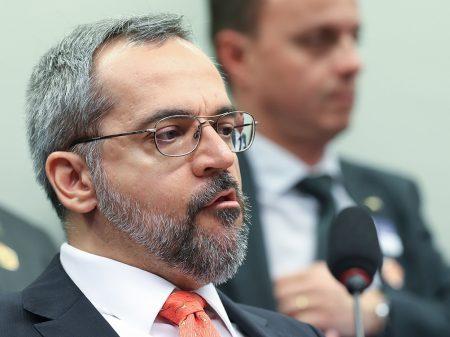 Parlamentares acionam PGR contra Weintraub por insultar STF e etnias
