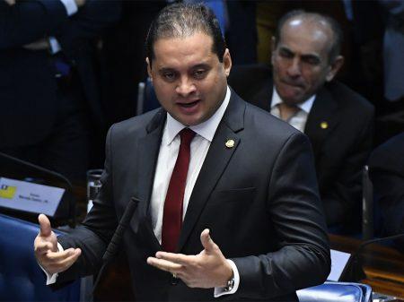 """Para líder do PDT, sabotagem de Bolsonaro à quarentena """"está matando a economia"""""""
