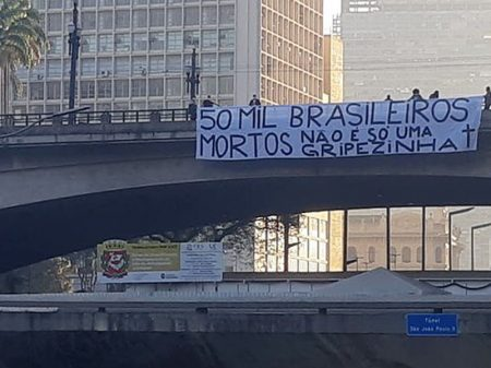 Bolsonaro fica calado frente aos 50 mil brasileiros mortos pelo coronavírus