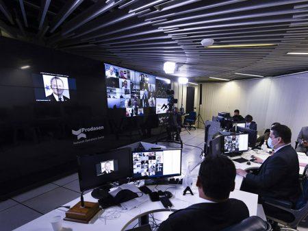 Senado aprova lei para inibir notícias falsas na internet por 44 a 32