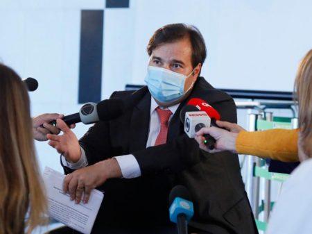 """Maia diz que Bolsonaro não tem como """"esconder ou atrasar"""" dados da Covid-19: """"alguém vai publicar"""""""