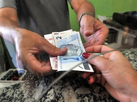 33% das famílias estão com dívidas em atraso