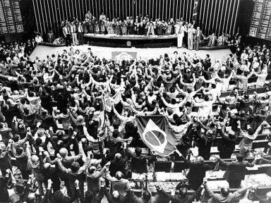 """""""Temos ódio à ditadura. Ódio e nojo."""" (Ulysses Guimarães)"""