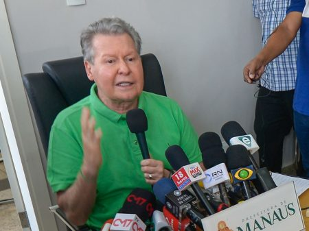 """Arthur Virgílio processa Bolsonaro no STF por """"injúria e difamação"""""""