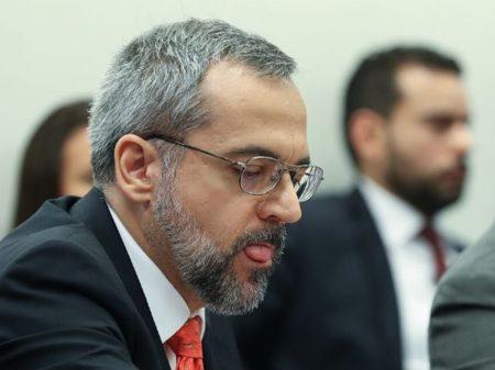 Fachin nega habeas corpus e mantém Weintraub no inquérito das fake news