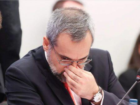 Parlamentares apontam ilegalidades na fuga de Weintraub para os EUA