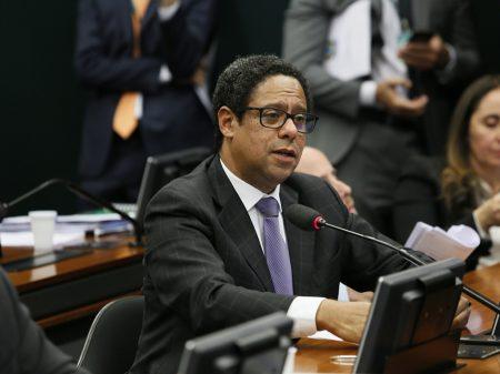 """""""MP de Bolsonaro-Weintraub é autoritária e ilegal"""", afirma Orlando Silva"""