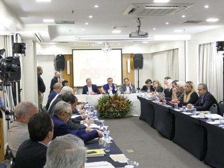 """PSB defende """"frente democrática amplíssima"""" e o adiamento das eleições"""