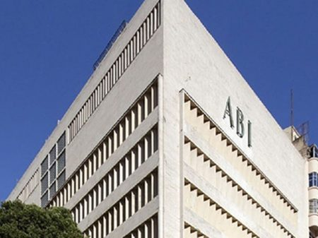 ABI anuncia notícia-crime contra Bolsonaro por expor jornalistas ao vírus